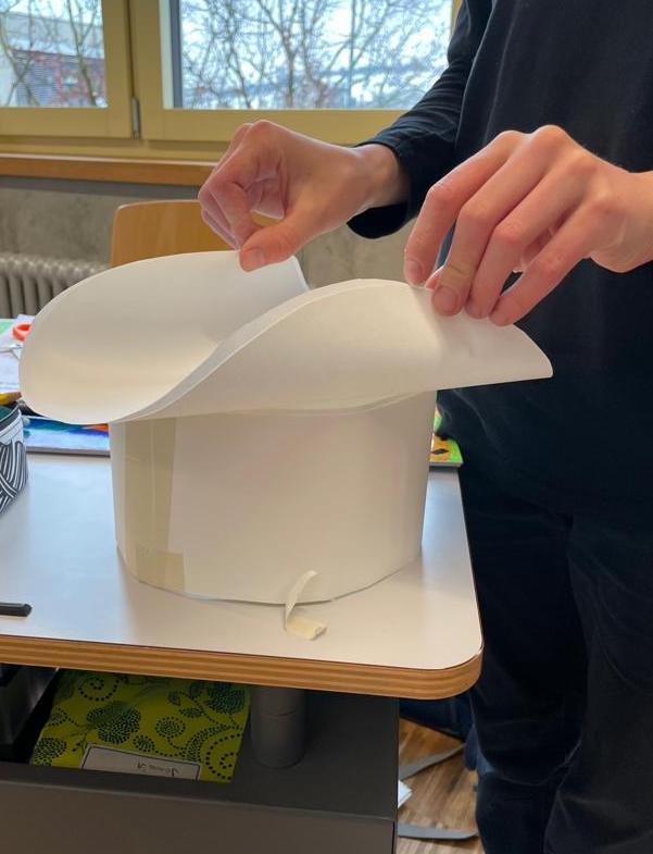 Preview image for LOM object Mein Papier-Hut hat ... Ecken, Formen und Streifen