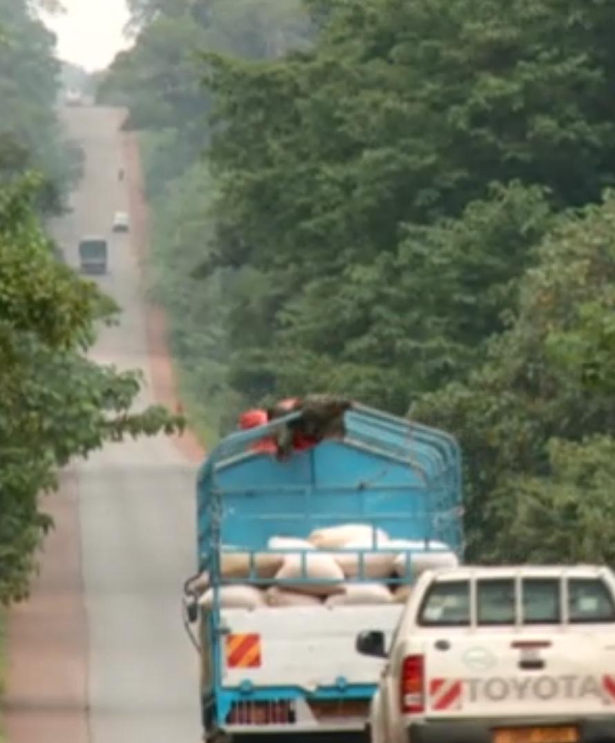 Preview image for LOM object Afrika – Aufschwung, Abenteuer, Ängste: Sichere Transporte auf unsicheren Wegen